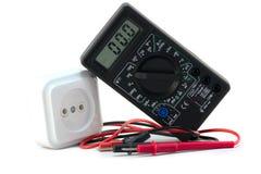Multimètre de Digitals avec la sortie électrique Photos stock