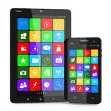 Multimédia smartphone et PC de comprimé. Images stock