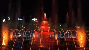 Multimedia visar i springbrunnarna i den Unirii fyrkanten, Bucharest, Rumänien lager videofilmer
