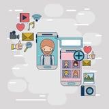 Multimedialne podaniowe ikony z ustaloną przyrząd techniki smartphone komunikacją między kobietą i mężczyzna na kolorowy dekoracy Zdjęcie Royalty Free