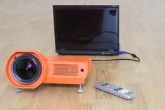Multimedialny projektor i wszystko ono związany Zdjęcie Royalty Free