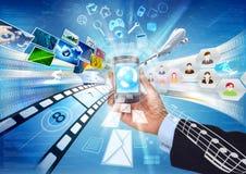 multimedior som delar smartphone Arkivbild