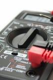 Multimeterinstrument med trådar på den vita bakgrunden Royaltyfria Foton