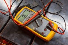Multimetro elettrico giallo fotografia stock libera da diritti