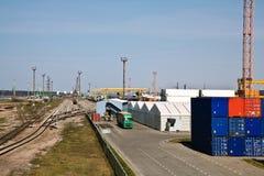 Multimodaal vervoer bij haven Stock Foto