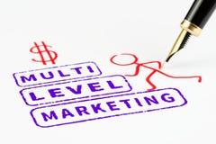 Multiniveau marketing zegels dat het beklimmen aan succes, mlm concept vertegenwoordigt Stock Foto