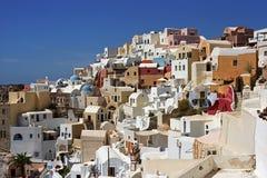 Multiplicidade arquitetónica de vila de Oia na ilha de Santorini Fotografia de Stock