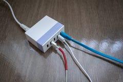 Multiport USB władzy adaptor ładowarka dla mądrze pastylki i telefonu obrazy stock