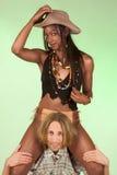 Multiraciaal paar dat het speelspel van de pretrol heeft Stock Afbeelding
