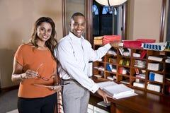 Multiraciale beambten die aan documenten werken royalty-vrije stock foto's