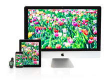 Multiscreen - Apple-Horloge, iPhone, iPad en iMac Stock Fotografie