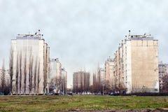 Multistoried verstärken-konkrete Gebäude Lizenzfreie Stockfotos