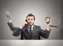Multitarefa do homem de negócios foto de stock