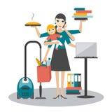 Multitask妇女 母亲,有婴孩工作的女实业家, coocking和叫 库存照片
