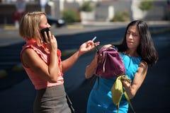 Multitask bonito de las mujeres céntrico. Imagen de archivo libre de regalías