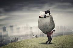 Multitasking bizneswoman z jej partnerem na wzgórzu Obraz Royalty Free