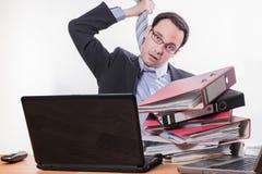 Multitasking werknemer beklemtoonde speelbeul royalty-vrije stock afbeeldingen