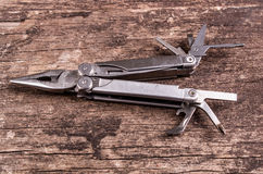 Multitool, multi инструмент цели на древесине Стоковое Изображение RF
