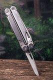 Multitool, multi инструмент цели с ножом вставило дальше Стоковое Изображение RF
