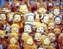 Multitud de las caras de la muñeca fotos de archivo