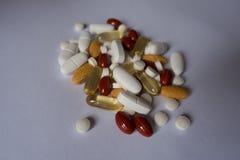 Multivitamins, luteina, wapnie, witamina K i rybiego oleju pigułki, zdjęcia royalty free