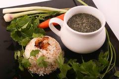 Mulukhiyah mit Reis-Mahlzeit stockbilder