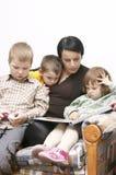 mum ανάγνωση Στοκ φωτογραφίες με δικαίωμα ελεύθερης χρήσης