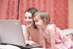 Mum and daughter look in laptop Royalty Free Stock Photography