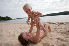 Mum with daughter play on beach Royalty Free Stock Photos