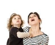Mum en baby in omhoog het kijken Stock Fotografie