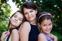 Mum en haar meisjes Royalty-vrije Stock Afbeeldingen