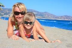 Mum feliz com uma filha Fotografia de Stock Royalty Free