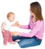 Mum leert de baby om te gaan Royalty-vrije Stock Fotografie