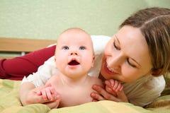 Mum met de baby Stock Foto