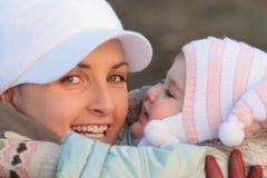 Mum met een dochter Stock Foto