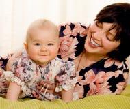 Mum met een kleine dochter Royalty-vrije Stock Fotografie