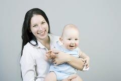 Mum novo com a criança Foto de Stock