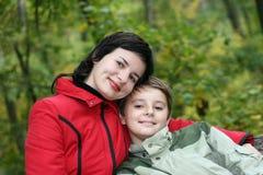 Mum och sonen Arkivfoton