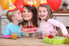 Mum och ungar Fotografering för Bildbyråer