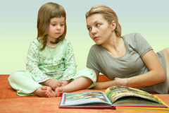 Mum Reads A Fairy Tale To The Child Royalty Free Stock Images