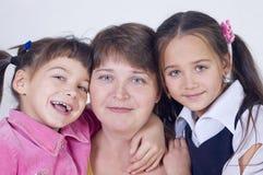 Mum van twee dochters stock fotografie