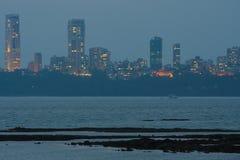 Mumbai horisont på natten - synvinkel från marin- drev Royaltyfri Bild