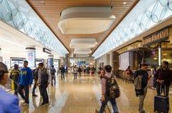 Mumbai, Inde - December25, 2014 : Achats de touristes aux marchandises hors taxe Images libres de droits