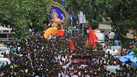 Mumbai India 15 Augustus, 2014: Het Ganeshidool bij de optochten merkt begin van de Ganesh Festival-viering stock videobeelden