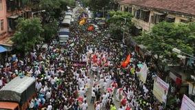 Mumbai India 15 Augustus, 2014: Het Ganeshidool bij de optochten merkt begin van de Ganesh Festival-viering stock video