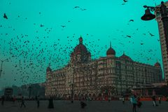 MUMBAI, INDIA - JANUARI 16, 2019: Taj Mahal Palace Hotel is een vijfsterrendieluxehotel dichtbij Gateway van India wordt gevestig royalty-vrije stock afbeeldingen