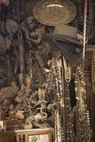 MUMBAI, INDIA - może 2014: Chor bazar - Antykwarski indianin Podkrada M zdjęcia royalty free