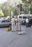 MUMBAI, INDIA - może 2015: Ulicy Bombay - indianin policja i obrazy stock