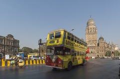 MUMBAI/INDIA 19th JANUARI 2007 - Mumbai offentlig buss nära Victoria royaltyfria bilder
