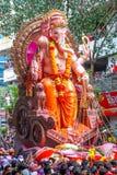 MUMBAI INDIA, WRZESIEŃ, - 22,2010: Dewotki licytują władyka Ganesha jako długie Hinduskie festiwal końcówki w Mumbai do wiedzenia zdjęcie stock